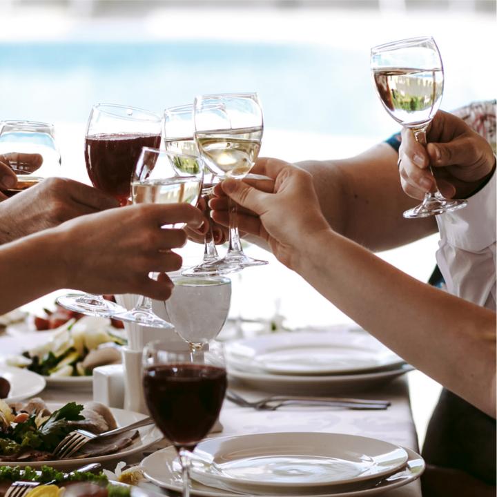 手の所作に注意したい食事中のマナー